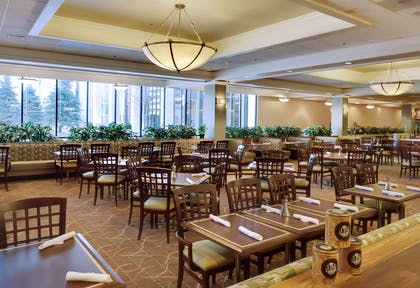 Restaurant | DoubleTree by Hilton Hotel Omaha Downtown