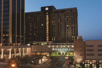 Exterior | DoubleTree by Hilton Hotel Omaha Downtown