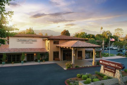 Exterior | DoubleTree by Hilton Claremont
