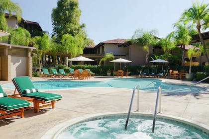 Pool | DoubleTree by Hilton Claremont