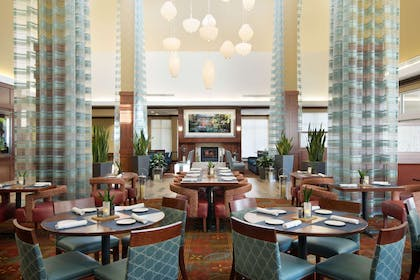 Restaurant | Hilton Garden Inn Chicago OHare Airport