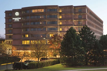 Exterior | DoubleTree Suites by Hilton Htl & Conf Cntr Downers Grove