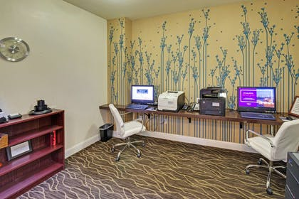 Business Center | Hilton Garden Inn Portland Airport