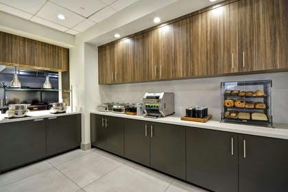 Breakfast Area | Hilton Garden Inn Panama City