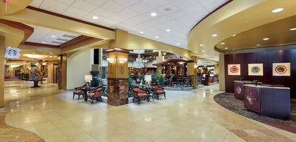 Lobby | Embassy Suites Hampton Roads- Hotel, Spa & Convention Center