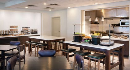 Restaurant | Hilton Garden Inn Philadelphia Ft. Washington