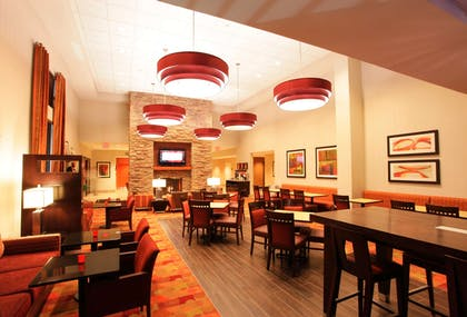 Lobby | Hampton Inn & Suites Phoenix Chandler-Fashion Center AZ
