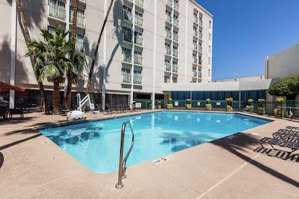 Pool | Hilton Garden Inn Phoenix Midtown