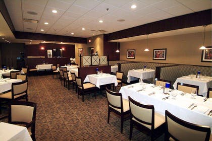 Restaurant | DoubleTree by Hilton Pittsburgh Airport
