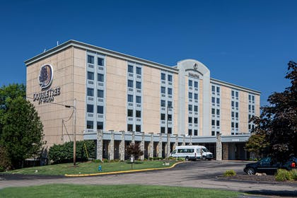 Exterior | DoubleTree by Hilton Pittsburgh Airport