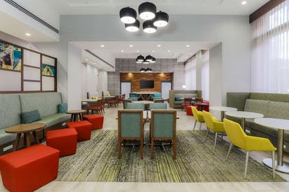 Lobby | Hampton Inn & Suites Pittsburgh-Downtown