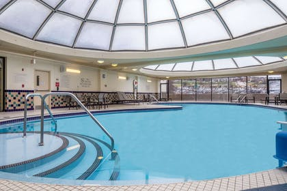 Pool | DoubleTree by Hilton Hotel & Suites Pittsburgh Downtown
