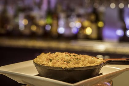 Restaurant | DoubleTree by Hilton Hotel & Suites Pittsburgh Downtown
