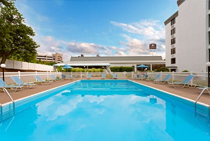 Pool | DoubleTree by Hilton Hotel Pittsburgh - Meadow Lands