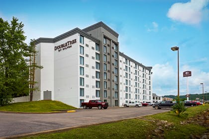 Exterior | DoubleTree by Hilton Hotel Pittsburgh - Meadow Lands