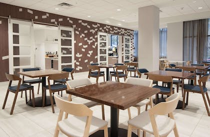 Restaurant | Embassy Suites by Hilton Raleigh Crabtree