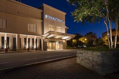 Exterior | DoubleTree by Hilton Hotel Raleigh - Brownstone - University