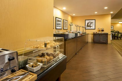 Breakfast Area | DoubleTree by Hilton Hotel Raleigh - Brownstone - University