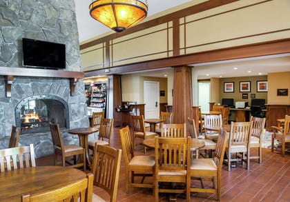 Breakfast Area | Hampton Inn & Suites Rochester-Victor/Fairport