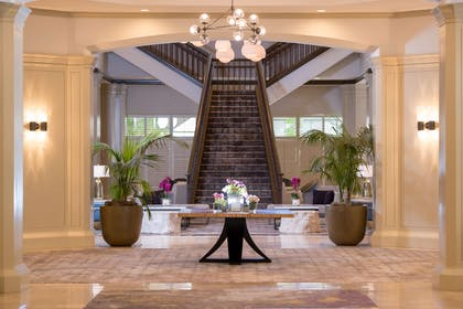 Lobby | DoubleTree by Hilton Hotel San Diego - Mission Valley