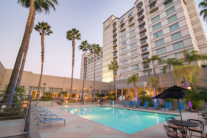 Pool | DoubleTree by Hilton Hotel San Diego - Mission Valley