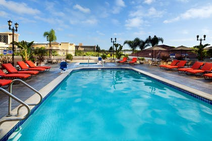 Pool | DoubleTree Suites by Hilton Hotel Anaheim Resort - Convention Center
