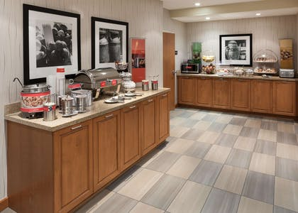 Restaurant | Hampton Inn & Suites St. Louis at Forest Park