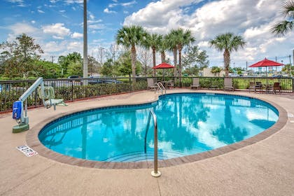 Pool | Hampton Inn and Suites Stuart-North, FL