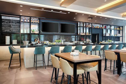BarLounge   Embassy Suites by Hilton Tampa Downtown Convention Center