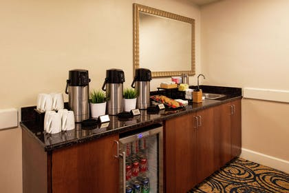 Restaurant | DoubleTree by Hilton Hotel Tampa Airport - Westshore