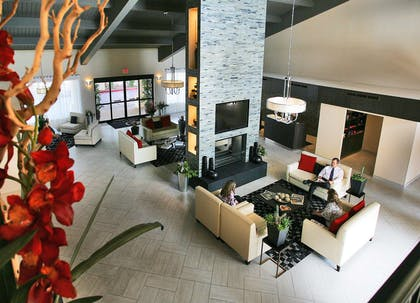 Lobby | DoubleTree Suites by Hilton Hotel Tucson Airport