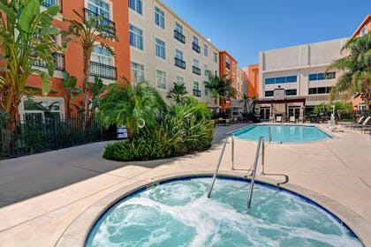 Pool | Embassy Suites by Hilton Valencia - Downtown
