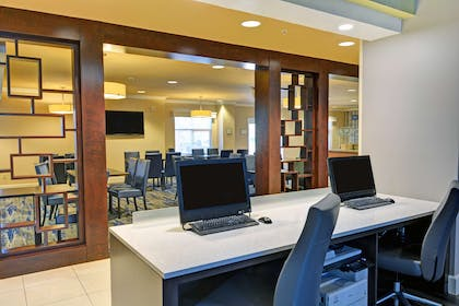 Business Center   Embassy Suites by Hilton Valencia - Downtown