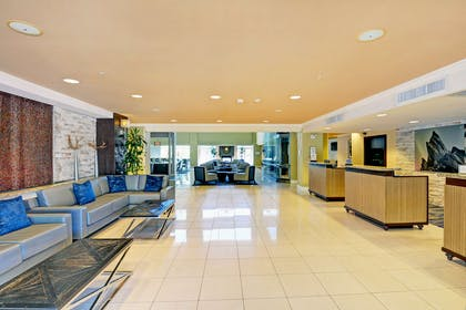 Reception   Embassy Suites by Hilton Valencia - Downtown