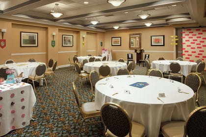 Meeting Room | Embassy Suites by Hilton Crystal City National Airport