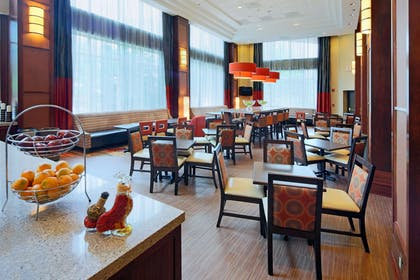 Restaurant | Hampton Inn & Suites Reagan National Airport - Crystal City