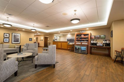 Lobby | Hampton Inn Waterville