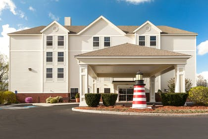 Exterior | Hampton Inn Waterville