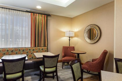 Restaurant | Hampton Inn Waterville