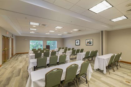 Meeting Room | Hampton Inn Waterville