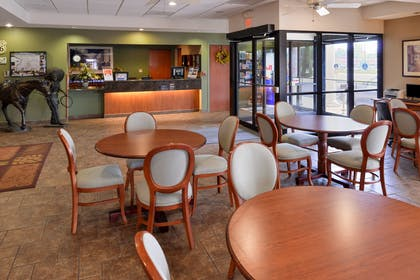 Lobby | Country Hearth Inn & Suites Edwardsville St. Louis