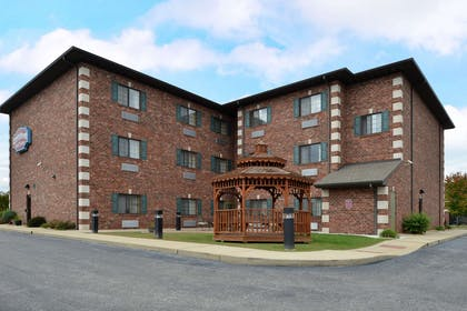 Back Exterior | Country Hearth Inn & Suites Edwardsville St. Louis