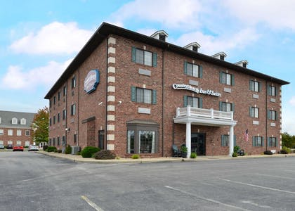 Front Exterior | Country Hearth Inn & Suites Edwardsville St. Louis