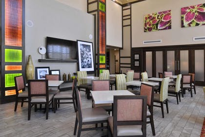 Restaurant | Hampton Inn & Suites Dallas Market Center