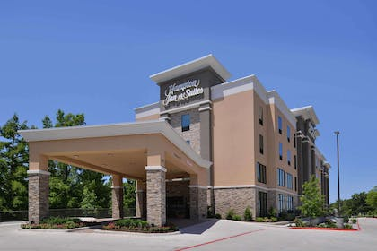 Exterior | Hampton Inn & Suites Dallas Market Center