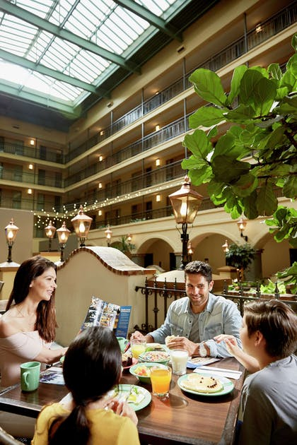 Breakfast Area | Embassy Suites by Hilton Los Angeles International Airport South
