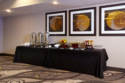 Restaurant | Embassy Suites by Hilton Los Angeles International Airport South