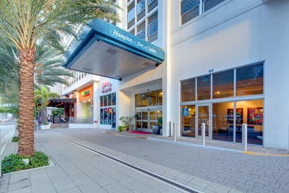 Exterior | Hampton Inn & Suites by Hilton Miami Brickell Downtown