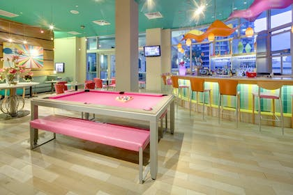 BarLounge | Hampton Inn & Suites by Hilton Miami Brickell Downtown