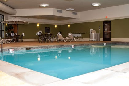 Pool | Hampton Inn and Suites Munster